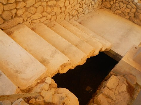 Staircase (covered in smooth gypsum) in the King's quarters in Phaedros - how in the world did they construct them?